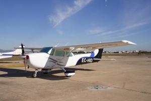 Cuidado avión de nuestra flota en la plataforma Sur del Aeropuerto de Valencia.