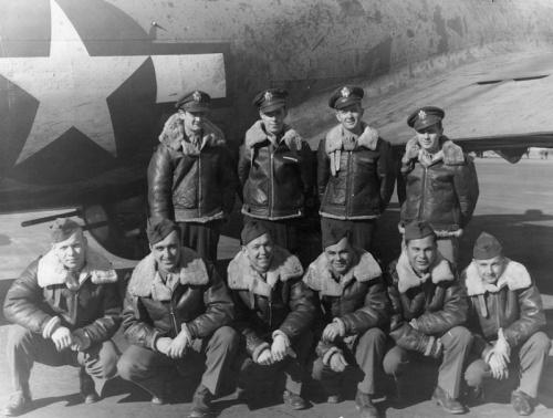 tripulación de bombardero con sus B-3