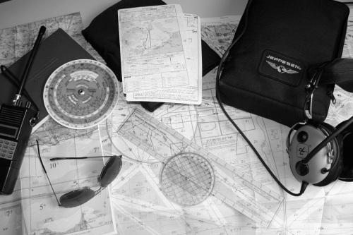 Útiles del piloto para la navegación visual y a estima